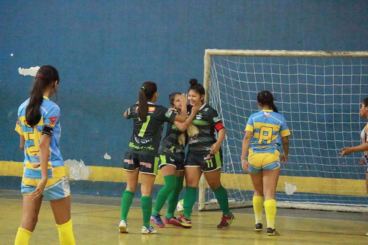 Bola rolando no Amazonense de Futsal Feminino  51a0917bfd6eb